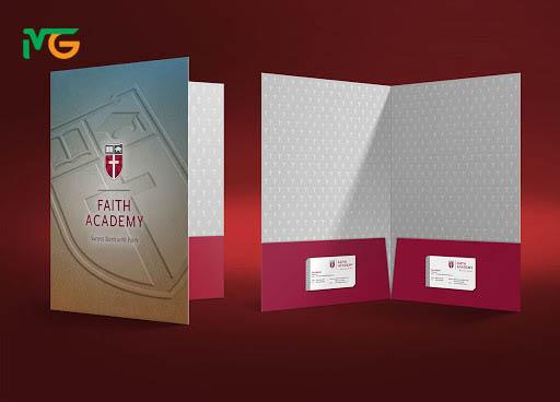 Mẫu folder 2 túi, thiết kế gồm 2 túi đựng tài liệu giúp bạn đựng được nhiều tàu liệu hơn